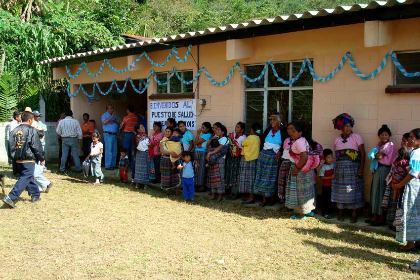Zona Reina residents stand in line to receive healthcare setup by a United by Friendship project.
